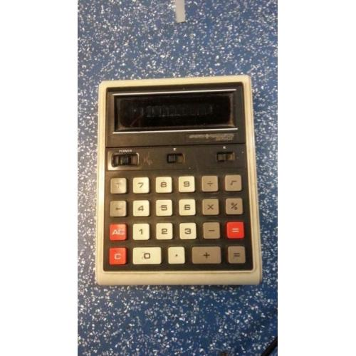 556 vintage calculator sperry remington 825GT op batterij
