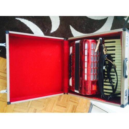 BAILE rood accordeon 80 bass, 7 registers